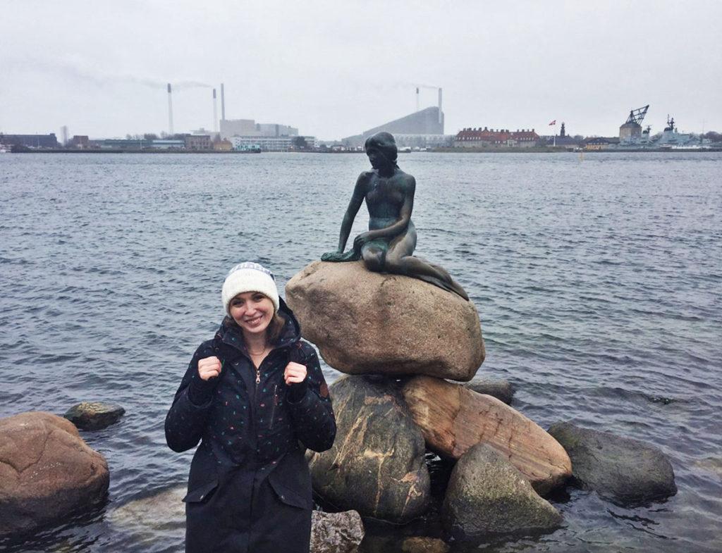Статуя русалочка в Дании Копенгаген