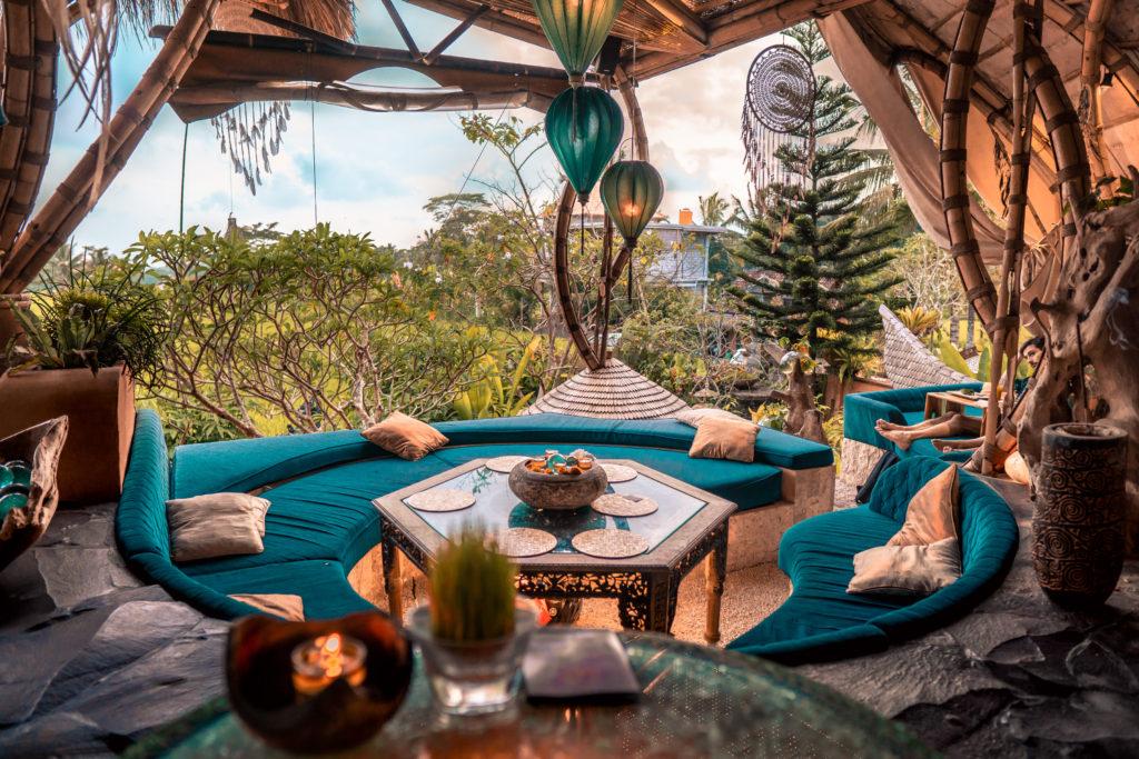 Отель деревянные бамбуковые домики на Бали