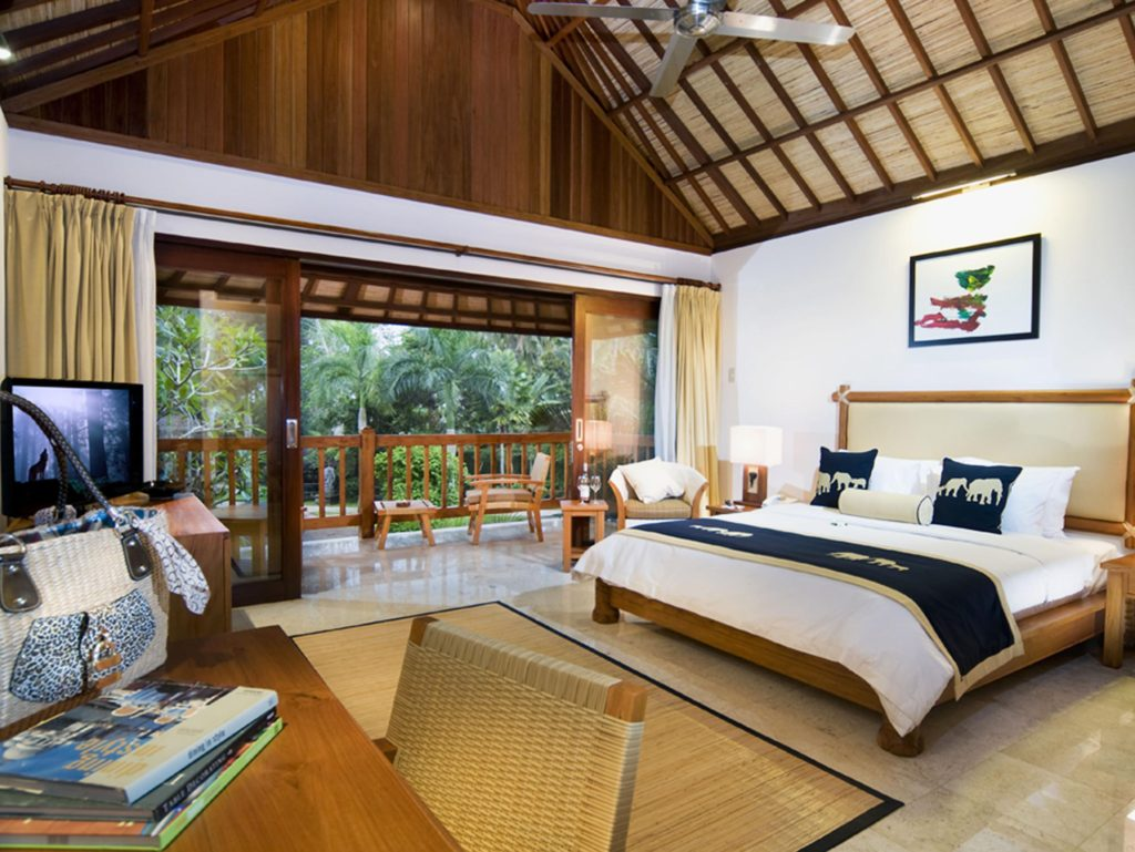 Отель со слонами на Бали