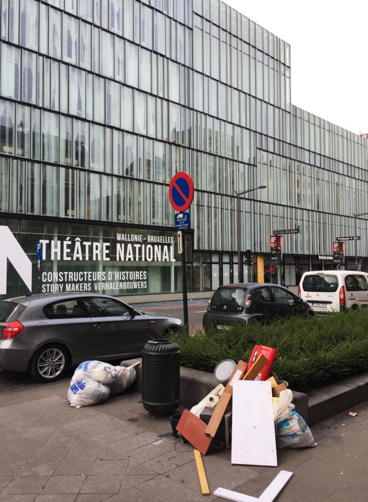 Улицы Брюсселя с мусором