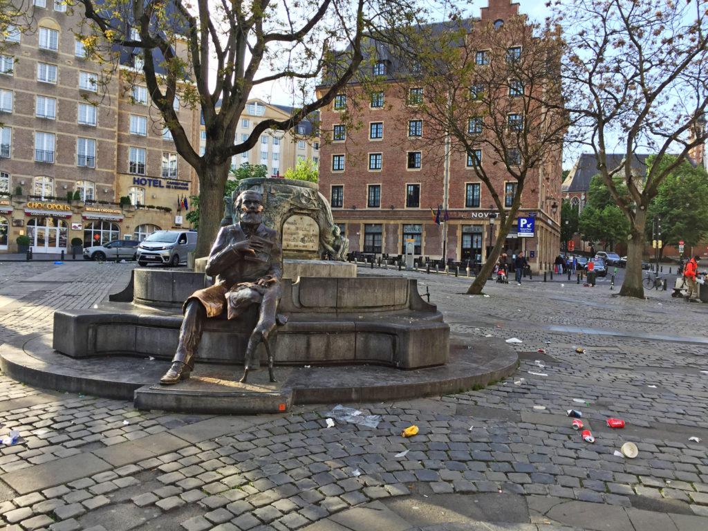 Памятник в центре города Брюссель