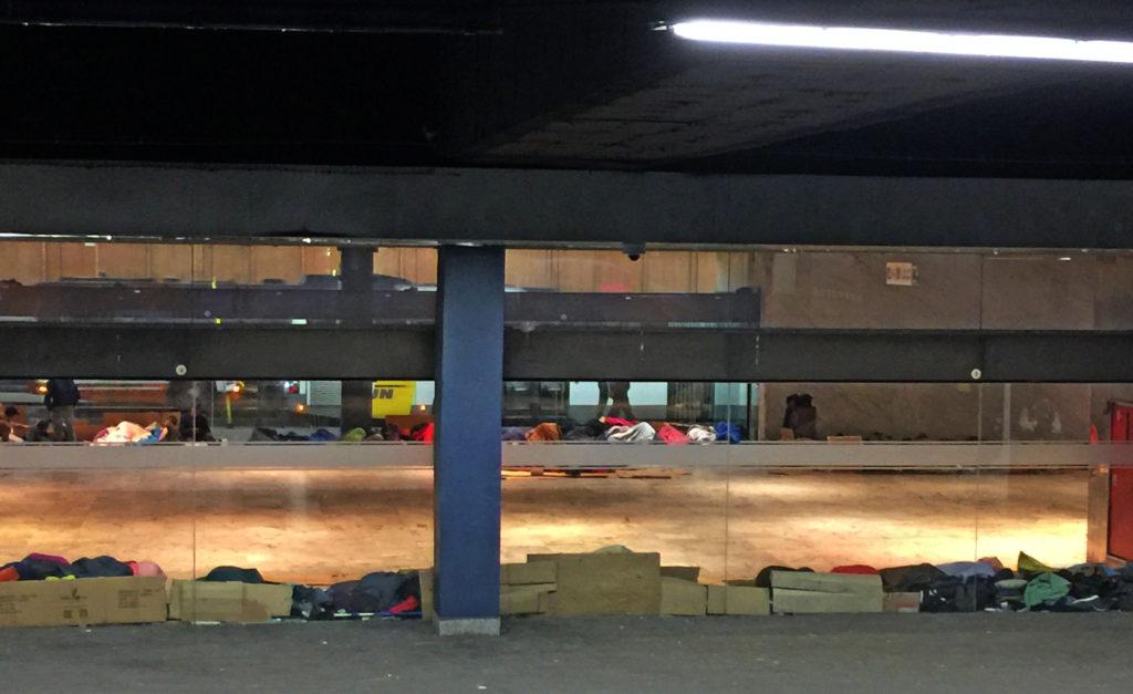 Бомжи рядом с вокзалом в Брюсселе