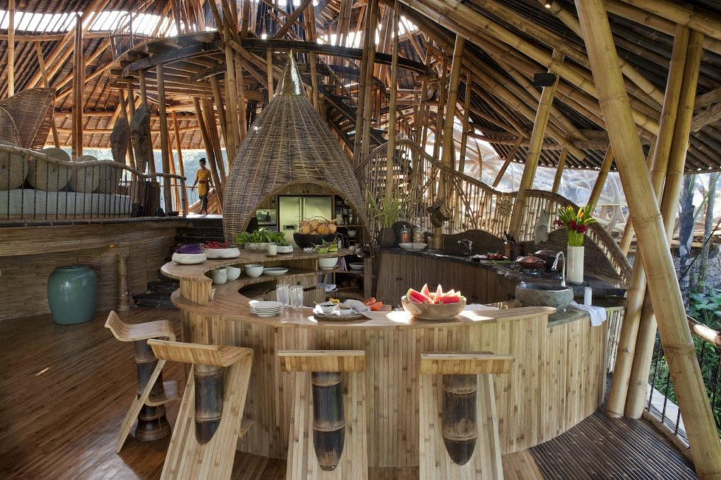Бамбуковый отель Sharma Springs на Бали