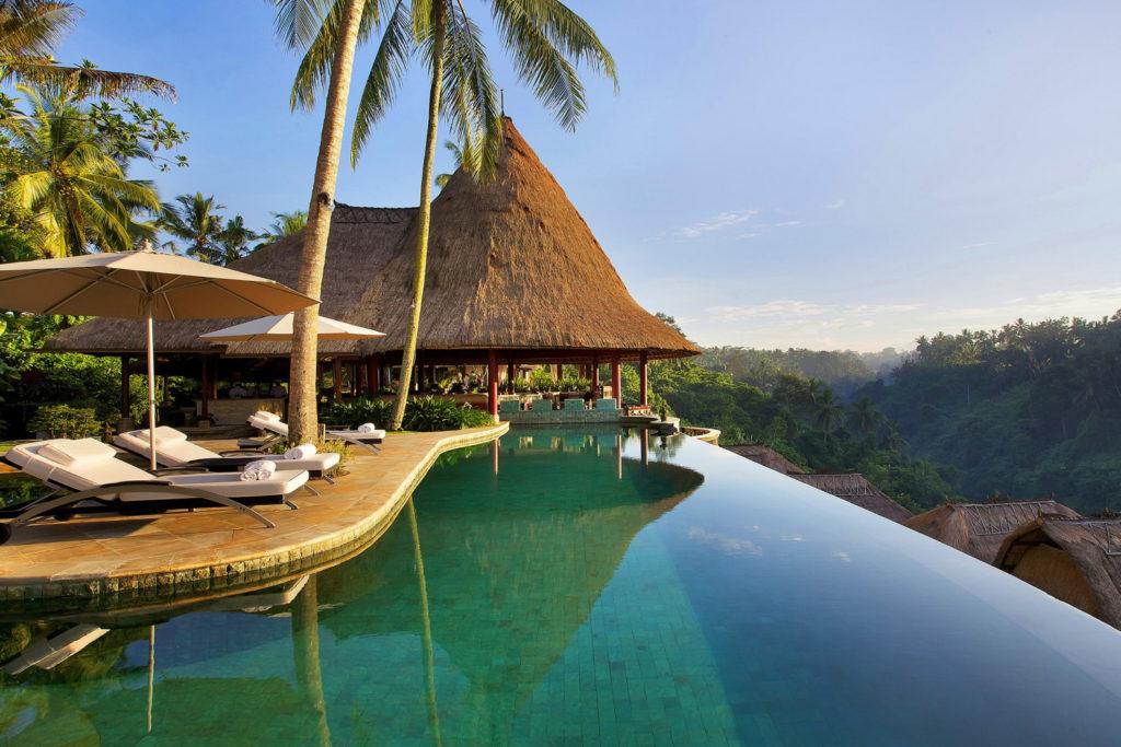Отель на Бали с большим бассейном в долине Королей