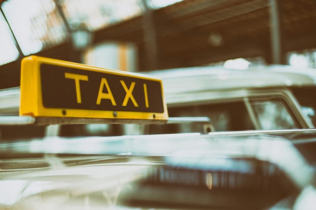 Безопасность в такси в путешествиях