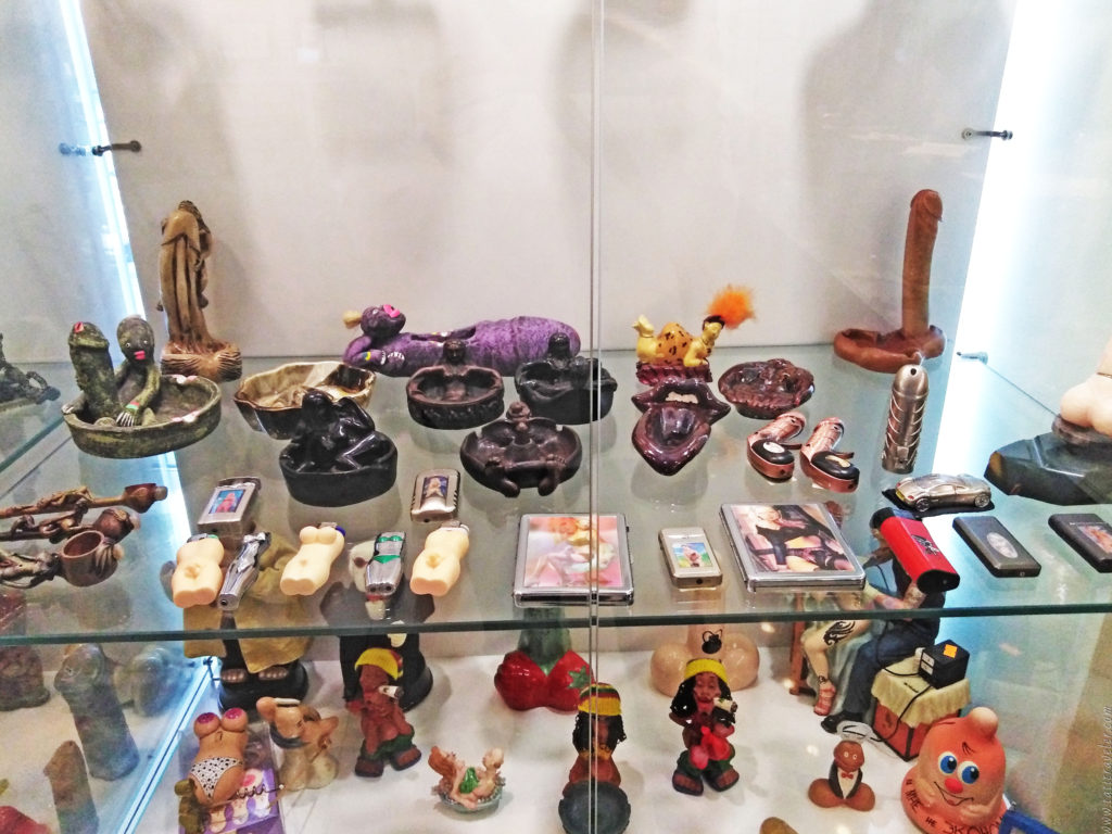 Сувениры и декоративные фигурки в музее МузЭрос