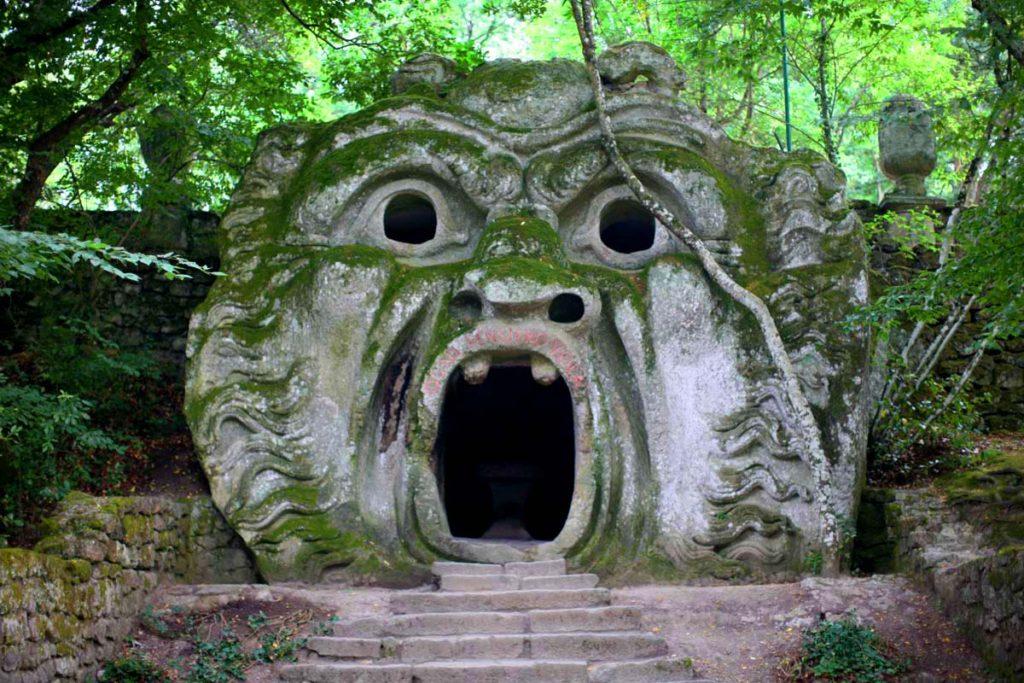 Парк Сад Чудовищ в Италии Бомарцо