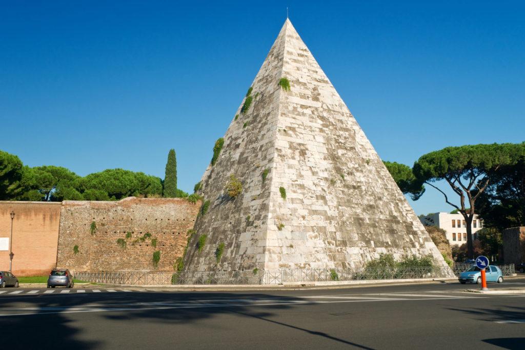 Мавзолей в Риме фото