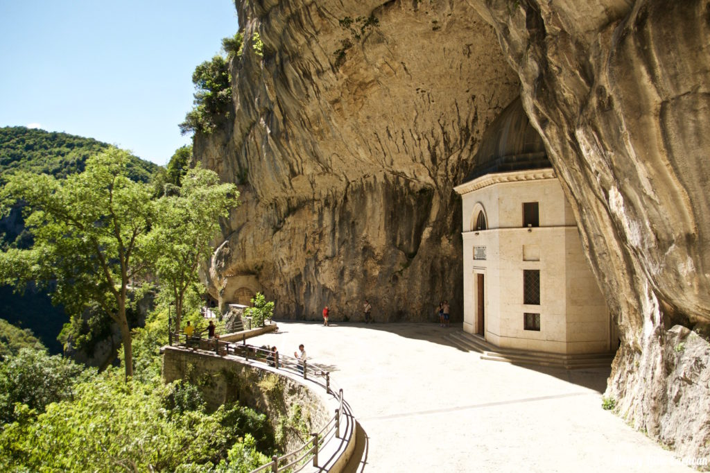 Храм Cave Chapel