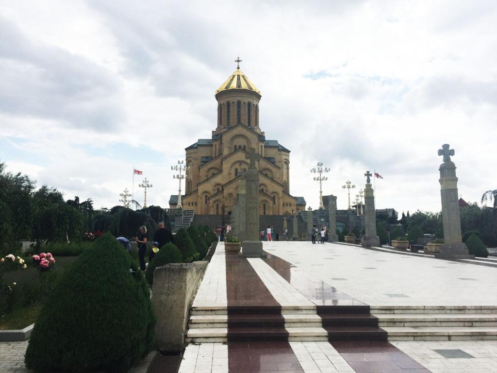 Самеба самый большой собор в Грузии Тбилиси