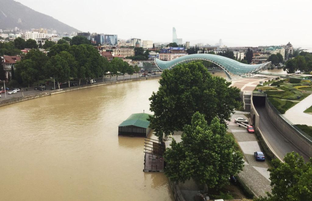 Мост Мира в Тбилиси Грузия