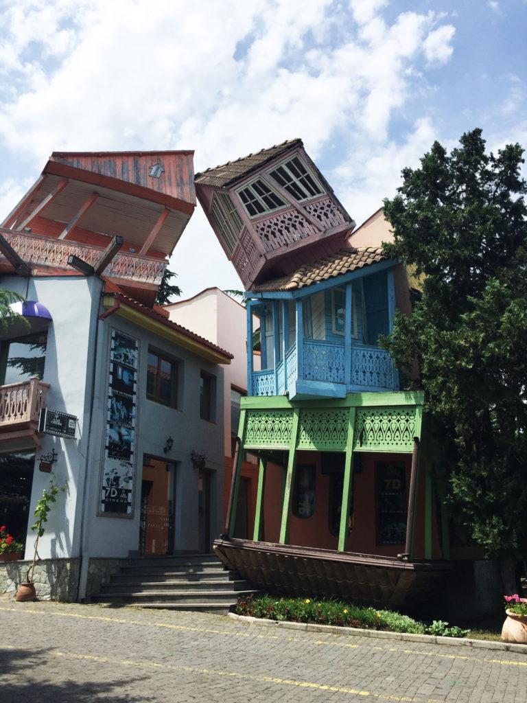 Дом вверх дном в Тбилиси Грузия
