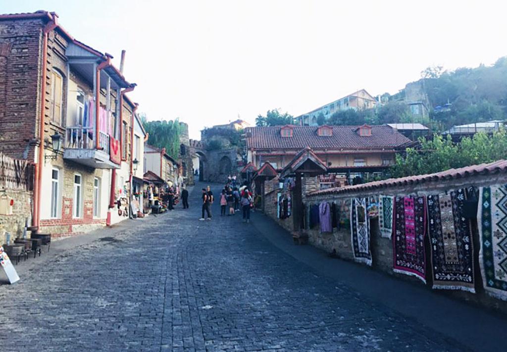 Улица города Сигнахи в Грузии