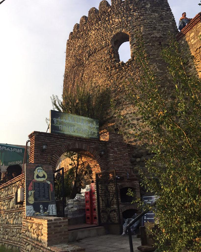 Каменная башня в Сигнахи ресторан